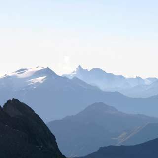 Ali-Lanti-Biwak - Über allen Gipfeln ist Ruh: Wer sich auf der letzten Etappe eine Übernachtung am Ali-Lanti-Biwak gönnt, darf mit einem unterhaltsamen Abendprogramm rechnen.