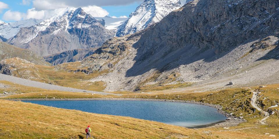 Immer wieder bereichern Seen das Erlebnis: Lac Rond am Col de la Vanoise. Foto: Iris Kürschner