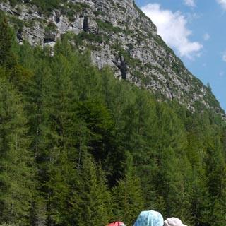Val Postegae©Georg Hohenester - Vom Talboden des Val Postegae lohnt der Blick zurück auf den Monte Pramaggiore; ein langer, aber schöner Abstieg ist geschafft.     Foto: Georg Hohenester