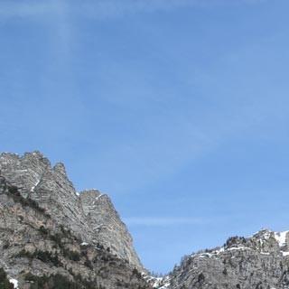 Kirche in Sambuco - Wieder zuhause: Aus dem Tal zeigen sich die Skitourenmöglichkeiten nicht immer.