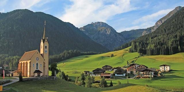 Die gotische Pfarrkirche St. Leonhard in Kartitsch im Gailtal/Hochpustertal