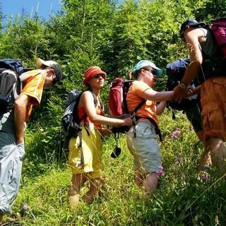 Teilnehmer*innen mit und ohne Handicap gemeinsam auf Tour. Foto: Archiv Jubi