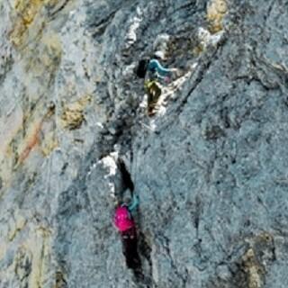 Klettersteigpassage - Steile Drahtseilpassage an der Vollkarspitze.