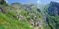 Tausend steile südseitige Höhenmeter führen von Valbondione zum Rifugio Merelli al Coca. Foto: Joachim Chwaszcza