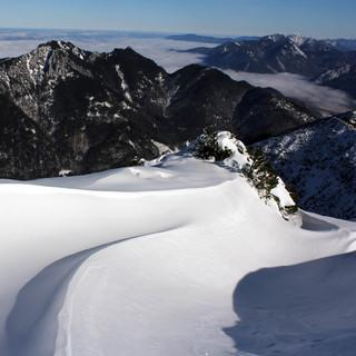 Neuschnee und Wind werden in den kommenden Tagen wie hier an der Notkarspitze zu Wechtenbildungen führen. Foto: M. Pröttel