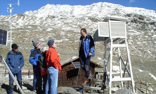 Ausbildung vor Ort. Die Klimastation am Vernagtferner