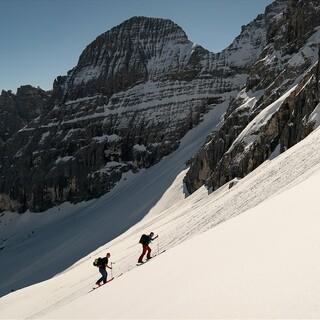 Das Wipptal überrascht mit einsamen Aufstiegen, z.B. hier zum Sandesjoch. Foto: ServusTV/Alpsolut