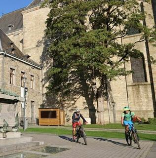 10 - Start an der Kathedrale St. Peter in Malmedy. Foto: Traian Grigorian