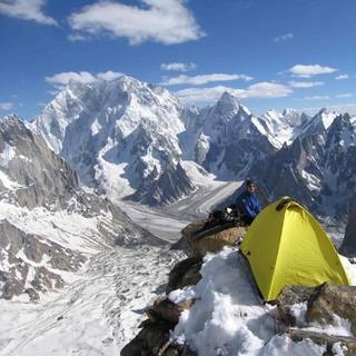 Biwak - Luftiger Zeltplatz mit guter Aussicht beim Gipfelgang des Expedkaders 2005 im Charkusa-Valley
