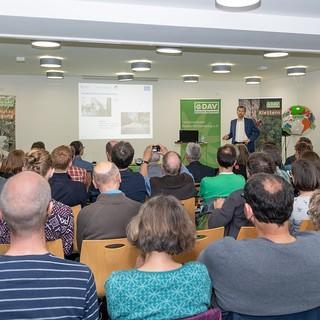 Tübinger Bürgermeister Boris Palmer über das Mobilitätskonzept -  mehr als 45 Multiplikatoren diskutierten mit. Foto: Dieter Porsche