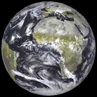Erde-Satellitenbild-Deutscher-Wetterdienst-DWD-2016