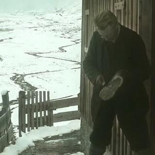 Stiefelputzen vor der Amberger Hütte. Archiv des DAV, München