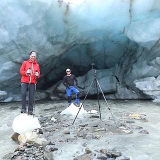 Gletschermesser bei der Arbeit am Gletschertor des Vernagtferners, Foto: N. Span