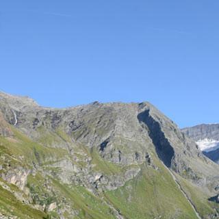 Tauernmoossee - Der Tauernmoossee unter der Hohen Riffl; nur noch knapp zwei Stunden zur Hütte
