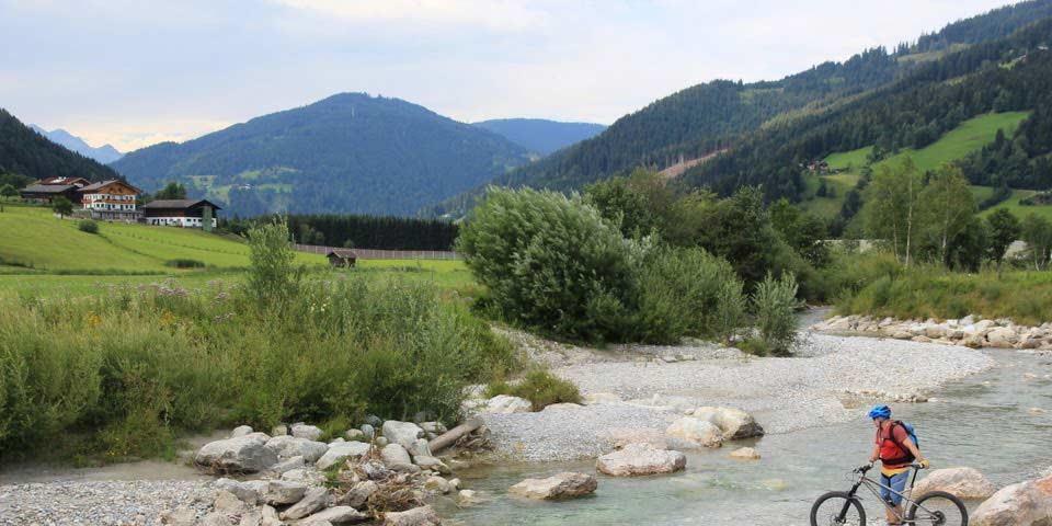Taurista: Zeit für eine beschauliche Rast am Ufer der jungen Enns. Foto: Traian Grigorian