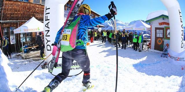 Roswitha Frank beim Zieleinlauf. Sie belegt Platz 2 in der Klasse Master weiblich. Foto: Willi Seebacher
