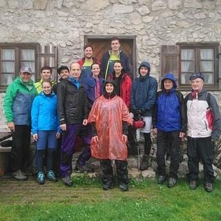 Trainees der VKB mit Franz Knarr (Vorstandsvorsitzender DAV Sektion Rosenheim). Foto: DAV/Sandra Baur