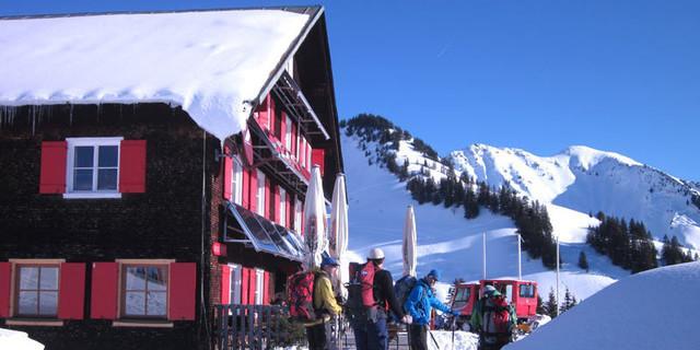 Neuhornbachhaus - Zwischen zwei Abfahrten: Der Kaffee am Neuhornbachhaus gehört zur Tour.