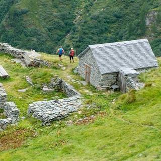 Die Schäferhütte Galki liegt auf dem Abstiegsweg ins Zwischbergental. Foto: Iris Kürschner