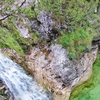"""Mit ihren Wasserfall-Kaskaden und Gumpen bieten die """"Cadini del Breton"""" reizvolle Wasserspiele am südlichen Rand des Belluneser Nationalparks. Foto: Joachim Chwaszcza"""