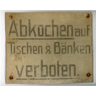 Abkochen Verboten. Hinweisschild auf der Höllentalangerhütte. Alpines Museum des DAV, München