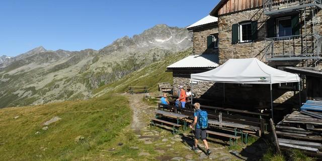 Die Birnlückenhütte wurde nach langer Schließung 1975 wieder eröffnet und ist heute im Besitz des Landes Südtirol. Foto: Stefan Herbke