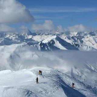 Marchkinkele. Hinter den Wolken versteckt sich die Rieserfernergruppe. Foto: Stefan Herbke