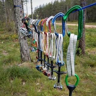 Zur PSA-Quarantäne hängt man das Klettermaterial einfach an einen luftigen Ort. Foto: Alexandra Schweikart