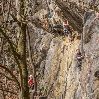 Und sei der Steinbruch noch so klein: Betrieb hat's trotzdem – etwa hier an der Borghauser Wand. Foto: Mathias Weck