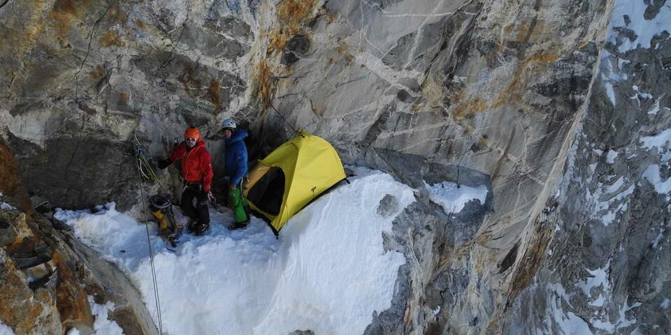 Der Expedkader 2012 bei einer Übernachtung am Felsen. Foto: DAV