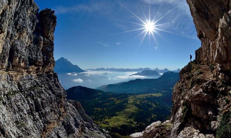 Monte Pelmo (Dolomiten) - Auf dem Ball-Band in der Ostwand des Monte Pelmo, Dolomiten   Foto: Ralf Gantzhorn