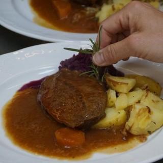 Abendessen auf der Schmidt-Zabierow Hütte. Foto: DAV/Christoph Meitinger