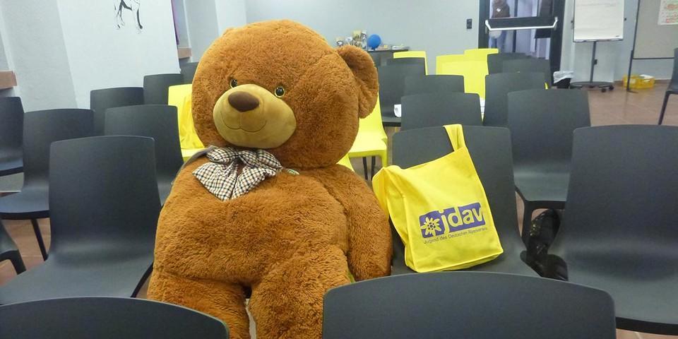 Teddy ist auch ganz interessiert - Foto: JDAV/Carmen Schauenburg