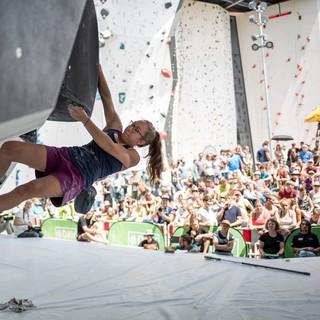 Beim Olympic Combined werden alle drei Disziplinen abgefragt. Im Hintergrund: Die Lead- und Speedwand in Landesleistungszentrum Augsburg. Foto: DAV/Jens Klatt