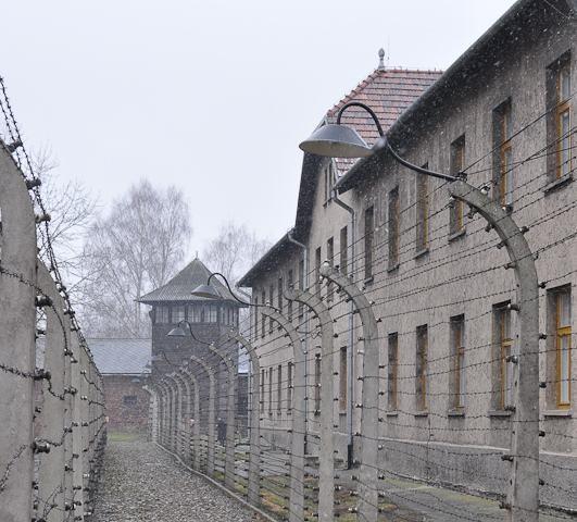 Auschwitz Außenansicht; (c) Jonas Freihart