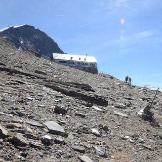 Anstieg zum Heinrich-Schwaiger-Haus - Endlich geschafft! Der Anstieg zum Schwaigerhaus zieht sich in der Mittagssonne.