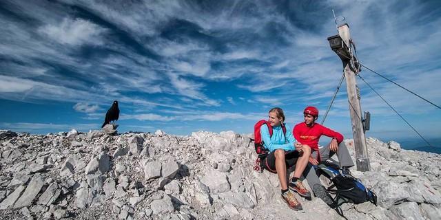 Nicht allzu oft sitzt man allein mit der Dohle auf dem begehrten Bettelwurf-Gipfel. Foto: Heinz Zak