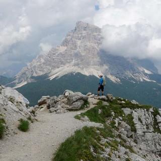 Der prachtvolle Monte Pelmo zieht die Blicke auf sich beim Aufstieg von Alleghe zum Rifugio Sonino al Coldai. Foto: Joachim Chwaszcza