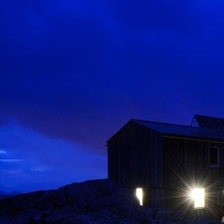 Cabane de Saleina - Lichterspiel. Die Berge ruhen rund um die Cabane de Saleina, die Kletterer regenerieren.
