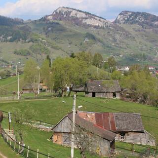 Das Bergdorf Magura ist ein idealer Ausgangspunkt für Wanderungen in die Südkarpaten. Foto: Win Schumacher, weltwege.de