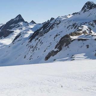 Oberhalb des Lago Vannino kann man über lohnendes Skigelände aufs Ofenhorn ( 3235 m) und zur Punta Clogstafel (2967 m) steigen. Foto: Powerpress.ch
