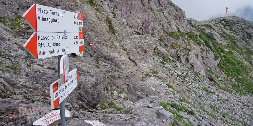 """Der erste Teil des """"Sentiero Naturalistico Antonio Curò"""" führt über drei Pässe zum Rifugio Tagliaferri. Foto: Joachim Chwaszcza"""