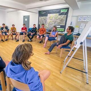 Gruppenarbeit in der Grundausbildung, Foto: JDAV/Silan Metz