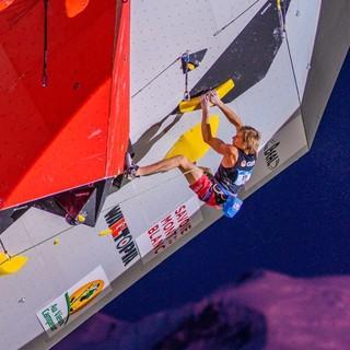 Alex Megos im Finale des Leadweltcups in Chamonix. Foto: IFSC/ Daniela Gajda