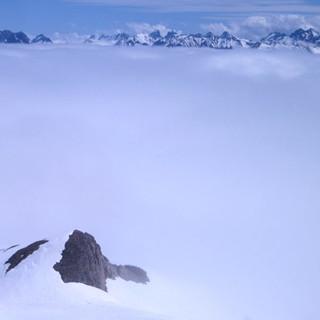Hahnenköpfle - Über den Wolken: Beim Aufstieg zum Hahnenköpfle liegt das Kleinwalsertal im Nebel.