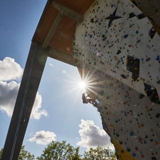 Klettern an einer Außenanlage, Foto: DAV/Frank Kretschmann