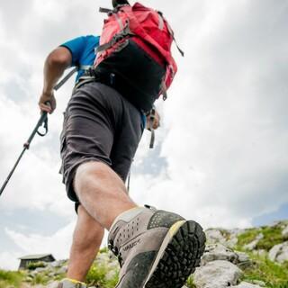 Mit Wanderstiefeln ist man für die meisten Geländearten gerüstet. Foto: DAV/Hans Herbig