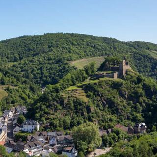 Blick auf das beschauliche Altenahr mit seiner rund 1000 Jahre alten Burgruine Are. Foto: DAV/Klaus Herzmann