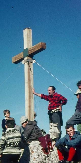 Einweihung des Gipfelkreuz auf der Maukspitze, 1967.  Foto: DAV/Sektion Haag