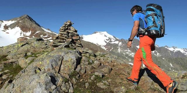 Steinmänner sind nach wie vor eine gute und traditionelle Orientierungshilfe. Foto: Stefan Herbke